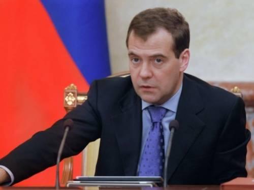 Медведев поддержал идею объединения детсадов и школ