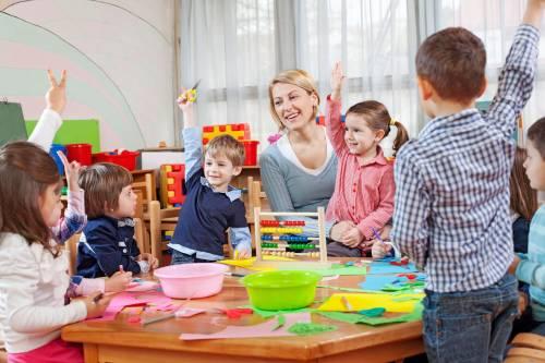 Сверхурочные, снятие территории равно прокраска качелей: 06% воспитателей детских садов перерабатывают