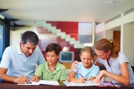 Большинство родителей следят за школьной жизнью ребёнка, но они не готовы участвовать в учебном процессе