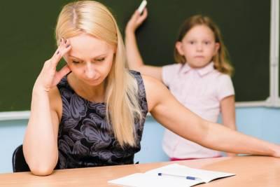 Число довольных своей работой учителей сократилось почти в два раза